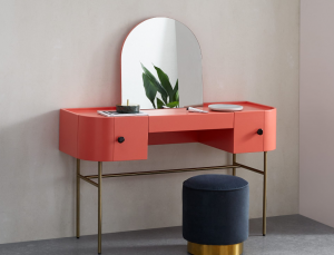 arty pink dressing table
