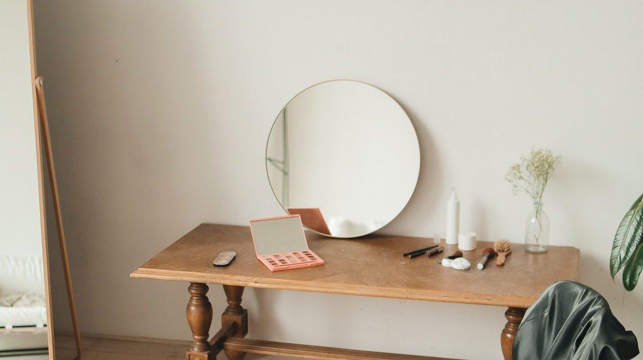 minimalist dressing table